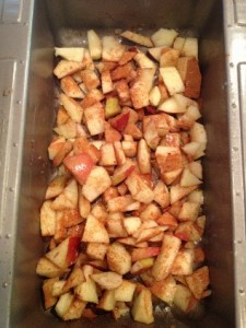 BAKING APPLES AND CINNAMON